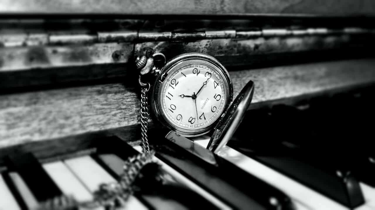 pocket-watch-on-piano-black-and-white